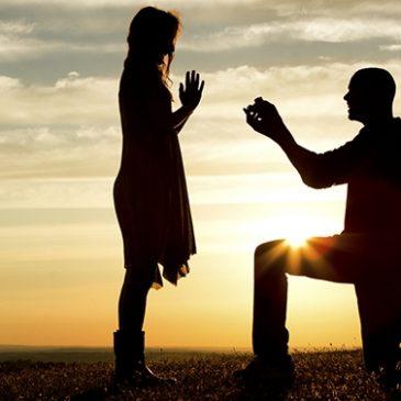 Il la demande en mariage avec une dent de sagesse